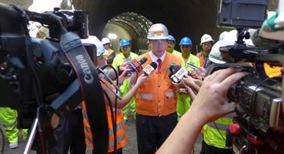 Ministra Loreto Silva inspecciona avance de túnel