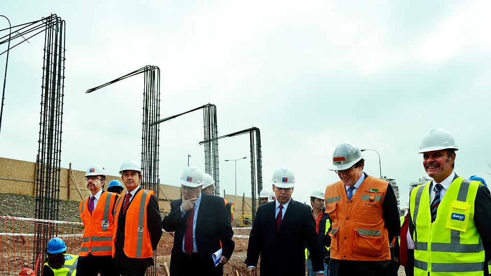 Ministro de Hacienda visita obras del Plan Santiago Centro Oriente.